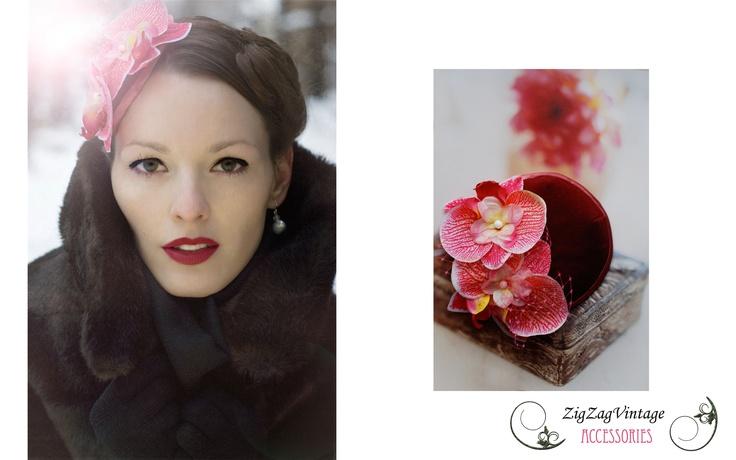 """Květinový fascinátor, tmavě vínový samet, puntíková podšívka, vintage korálek, látková orchidea, růžová sít, připevníte kovovým hřebínkem. Ruční výroba, cena s krabičkou    Hand made """"Orchid"""" Fascinator, dark red velvet,flowers accents, pink veil, silver hair comb.  Fascinator: 13.5 cm/7.4""""  comes in ZZVintage hatbox  only one piece —SOLD"""