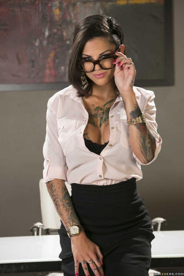 Böse Schlampe mit vielen tattoos, Bonnie Rotten schlug in flotter Dreier