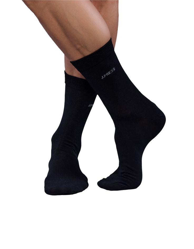 A különleges eljárással fényesített és erősített pamutszálaknak köszönhetően a mercerizált J.Press zokni tapintása puha, felülete fényes, színei élénkek és hosszantartóak.