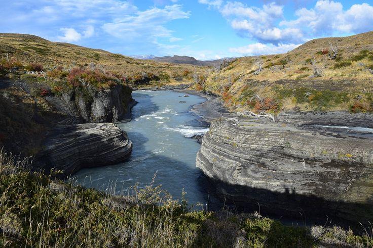 【チリ】絶景の宝庫!世界のトレッカー憧れの地、強風が吹き荒れるトーレス・デル・パイネ国立公園