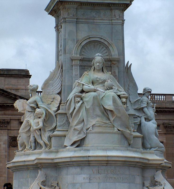 Bob Speel's website - The Victoria Memorial AT Buckingham Palace, London