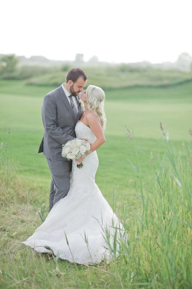 Ambassador Golf Club Wedding - Windsor Ontario #vickibartelphotography