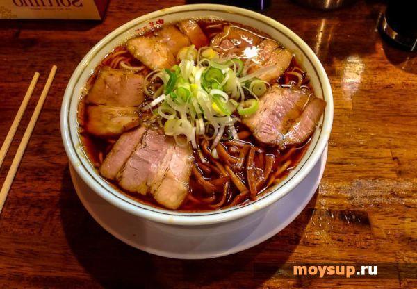 Суп японской кухни том-кха-кай