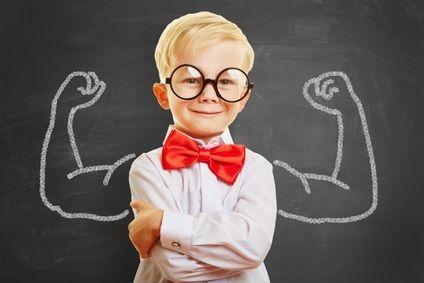 En gros, il faut viser juste et pas trop haut, en prenant en compte au mieux les capacités de l'enfant, explique cette étude de l'University of Reading et de la Kochi University of Technology (Japon). Trop d'exigence des parents et des objectifs disproportionnés ou inatteignables donnés à l'enfant auront l'effet inverse de l'effet recherché, du moins ici sur sa réussite scolaire. Bref, ces conclusions, pré