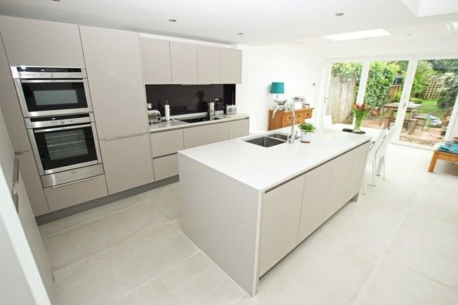 Cashmere+matt+laminate+handleless+kitchen+island+design