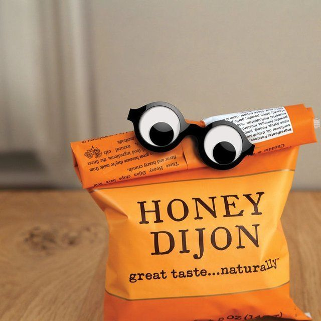 Googly Eyes Bag Clip / This Googly Eyes Bag Clip is a creation from San Francisco-based consumer products design firm GAMAGO. http://thegadgetflow.com/portfolio/googly-eyes-bag-clip/