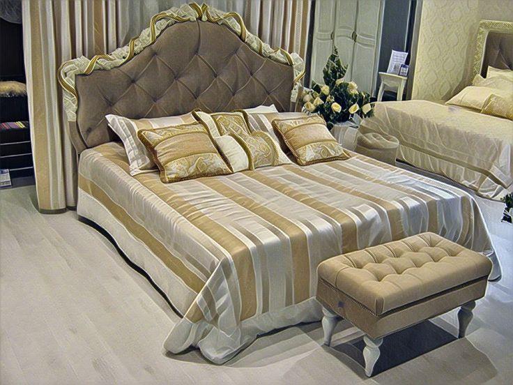 Кровать с мягким изголовьем (R418g) и банкетка открывающаяся (M04-WKN-E03), которые можно посмотреть на нашем подиуме в МЦ Три Кита. Заказать или узнать более подробно о свойствах данных товаров, можно на сайте kreind.ru  #мебель в стиле #классика #provence#корпуснаямебель #romanticgold #классическаямебель #кровать #мебельдлядома #мебельклассика #мебельмосква #furniture #interiors #style