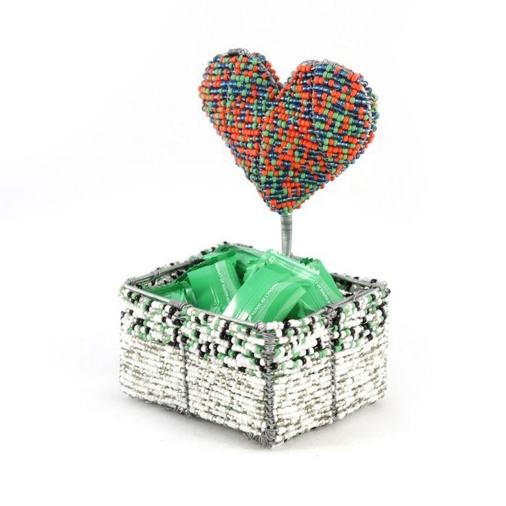 Heart bowl for sugar sachets or for sweets as a wedding favor.