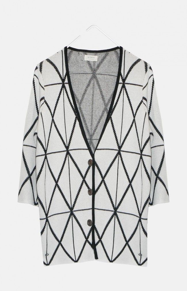 BEATIE from Nümph is a oversized cardigan with wide sleeves and button closing. It features an all over geometric detail.