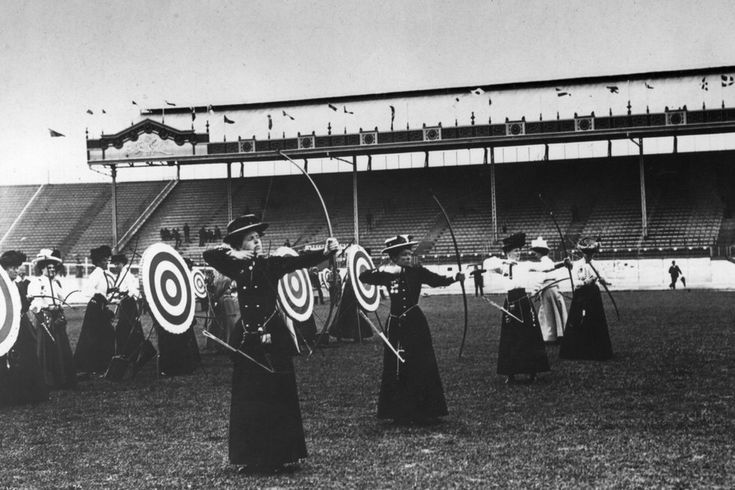WOMEN'S ARCHERY   lifebuzz  Women's Archery at the Summer Olympic Games of London in 1908. Great Britain was the only country to send competitors, so it was the winner. Queenie Newall set the record for oldest competitor: 53 years old. It's still unbroken.