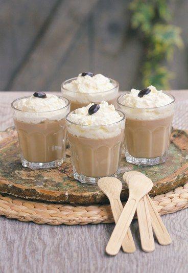 Latte Macchiato-Wackelpudding - das perfekte Dessert. Rezept auf www.gofeminin.de/kochen-backen/annik-wecker-goettliche-desserts-blitzrezepte-d45416c532018.html