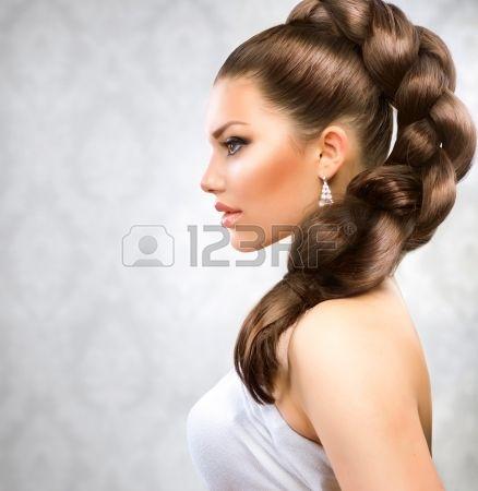 Gyönyörű, hosszú haj photo