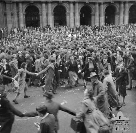 Melbourne, Vic. 15 August 1945. Members of the crowd dancing in Bourke Street outside the GPO during the Victory Pacific celebrations in the city