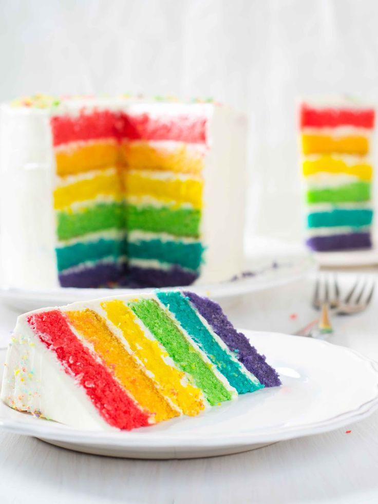 Когда я смотрела на фотографии радужного торта в интернете, я и предположить не могла, насколько эффектно он выглядит вживую! Покр...