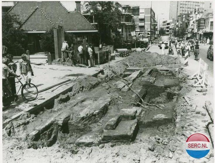 Steenstraat Leiden opgravingen fundament Rijnsburgerpoort ter hoogte van Museum Volkenkunde.
