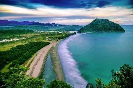 Molvee Mahrizal: Panorama Gurutee Beach, Aceh Besar, Indonesia.