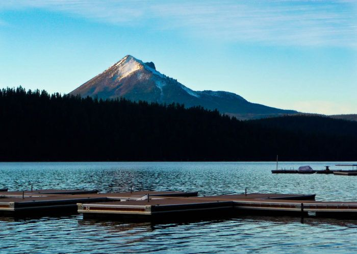 A Getaway At This Dreamy Lake Resort In Oregon Simply Can't Be Beat