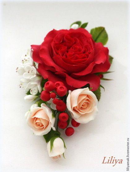 Купить или заказать Зажим для волос с пионовидной розой и ягодами ( зажим) в интернет-магазине на Ярмарке Мастеров. Яркий комплект аксессуаров, сделан мной по мотиву необыкновенно красивого осеннего, свадебного букета. Зажим для волос с пионовидной красной розой, ягодами и длинные серьги повторяющие фрагмент букета. Цветы, ягоды, листья полностью ручная работа. Цена заколочки 1800р. серьги 1400р.