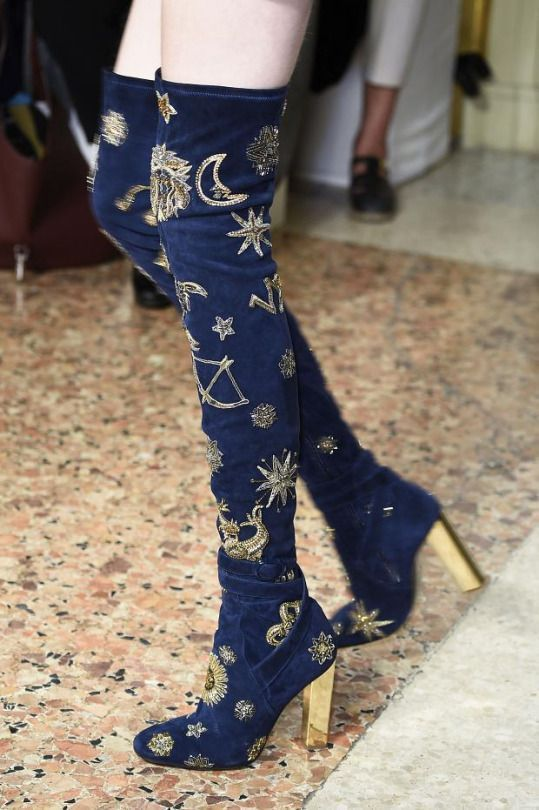 Wooooooaaaaah - check out these over-the-knee boots from theEmilio Pucci Fall Winter 2015-16collection - STELLAR!  Details on these bad boys are truly celestial, with moon, stars, suns and zodiacglyphs... Out of this world... EMILIO PUCCI 110MM ZODIAC SUEDE OVER THE KNEE