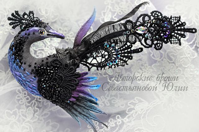 Julia Gorina is extra talanted jewelry artist. She makes amazing and wonderful alive birds brooches.