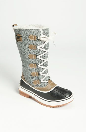 If I lived in the snow again... These puppies would be mine!