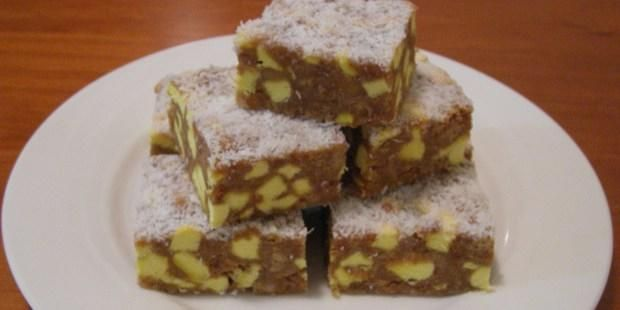 Pineapple Lump Slice aka Lolly cake with Pineapple Lumps instead of Fruit puffs/Eskimos