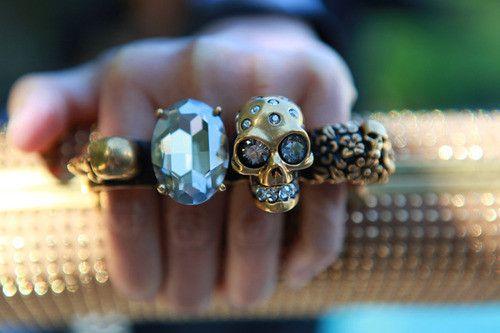 Pretty ring clutch