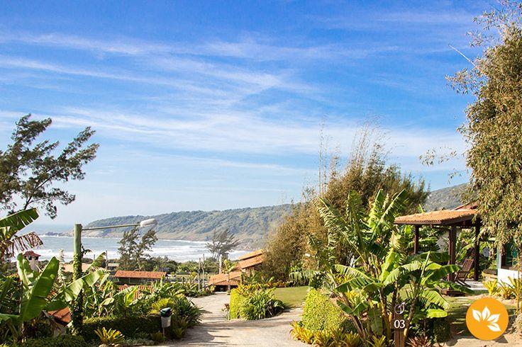Confira a nossa experiência de ficar hospedadas no Village Praia do Rosa em Santa Catarina.  www.marolacomcarambola.com.br/village-praia-do-rosa