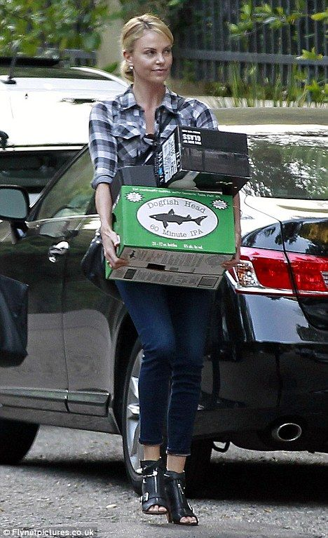 Charlize brings Dogfish Head 60 Minute to a Super Bowl party- #LadiesofCraftBeer