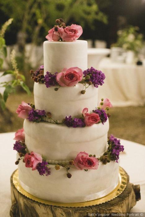 Torta a piani con decorazioni floreali matrimonio nozze sposi sposa  torta tortanuziale wedding weddingcake ricevimento