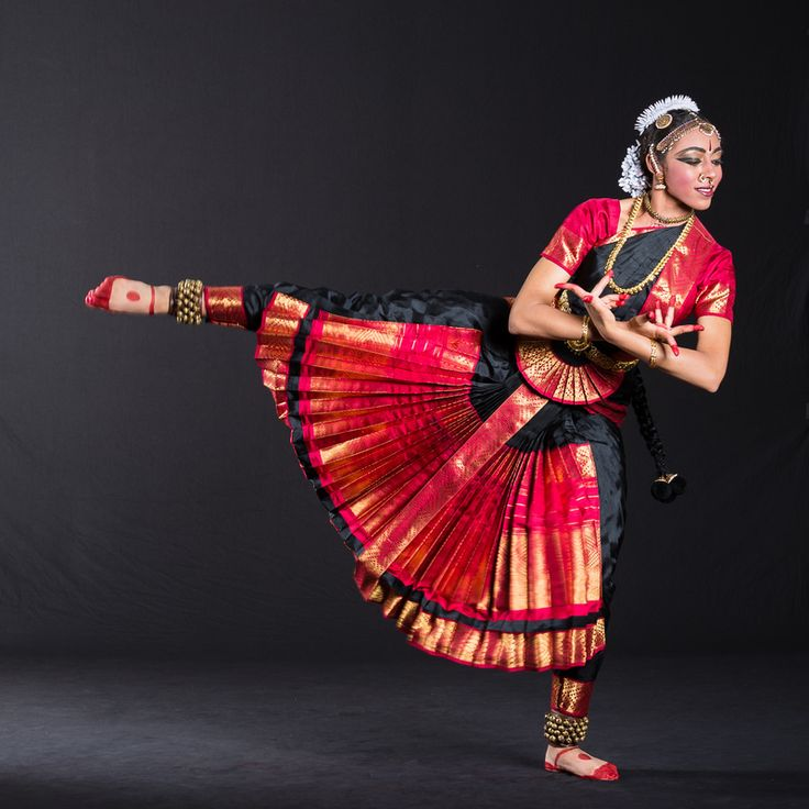bharatanatyam classical indian dance form Bharatanatyam classical indian dance by: anisha kothapa intro to bharatanatyam it is a classical dance form originating from tamil nadu, a state in southern india.