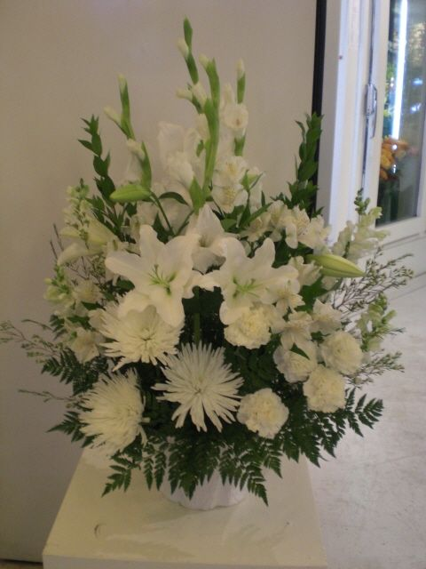 http://www.unny.com   #beautiful  #white  #flowers  #arrangement for #funeral