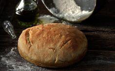 Ενα πανεύκολο, αφράτο ψωμί, που θα ανακατέψουμε με το κουτάλι, αλλά θα το περιμένουμε 8 - 9 ώρες. Μπορούμε να το ετοιμάσουμε από το προηγούμενο βράδυ, ώστε να έχουμε το πρωί φρεσκοψημένο, αφράτο ψωμί.