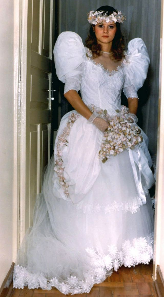 25 Gorgeous Photos That Defined Bridal Styles in the Late ...