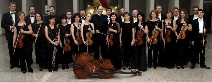 """Ein Nachtkonzert im Dorf der wunderschönen Künste. Die Philharmonie aus Gorzow Wielkopolski spielt Antonio Vivaldis """"Vier Jahreszeiten"""""""