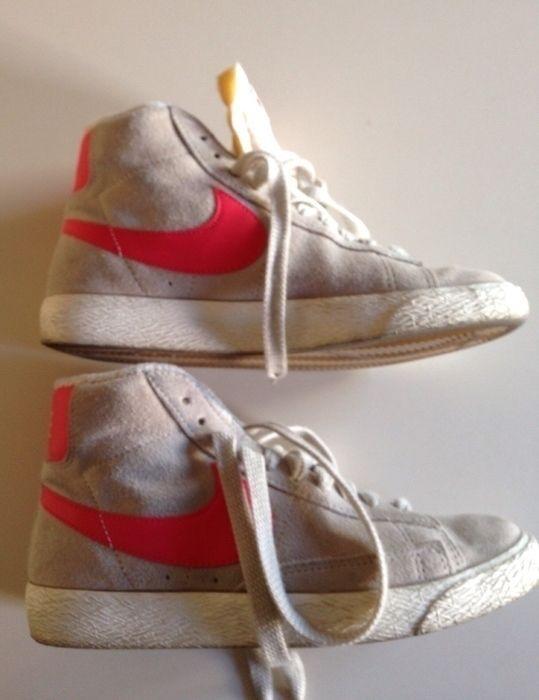 Mi Deportiva altas Gris y Coral de Nike! Talla 36 por 29,90 €. Echa un vistazo: http://www.vinted.es/zapatos-de-mujer/otros-zapatos/157256-deportiva-altas-gris-y-coral.