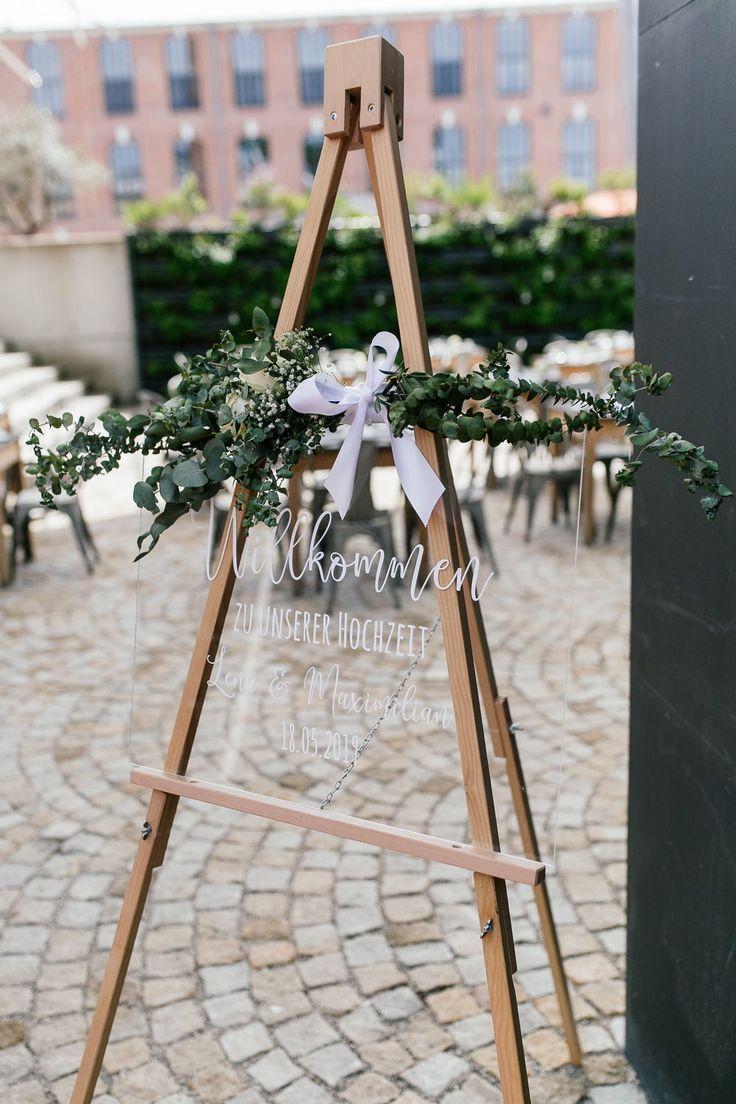 Edle Hochzeitsdekoration In Greenery In Der Alten Spinnerei In Kolbermoor Bei Rosenheim Hochzeitsdekoration Hochzeit Sitzplan Ideen Dekoration