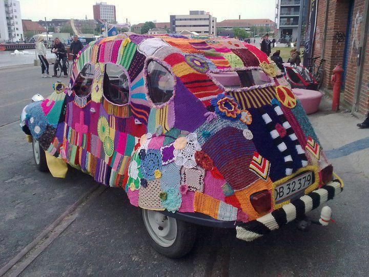 When it's cold outside, some urban knitting needed :)