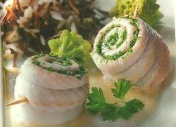 El pescado aporta grasas muy saludables! Prepará una receta en 10 minutos: filet de merluza o lenguado + queso untable + mayonesa light + provenzal. Untar, arrollar y hornear. http://blog.riera.com.ar/2012/07/pescado-arrollado.html