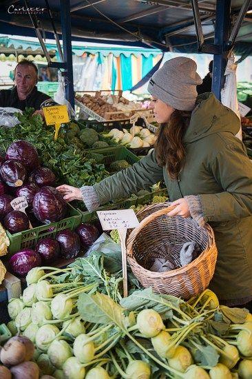 marktplatz, bauernmarkt, gemüse, markt, marketplace, vegetables, veggie, ebike, bike, fahrrad, rad, fahrradfahren, lastenrad, kulinarische reise, kulinarische tour, helm, helmet, reifen, wheels, nature,