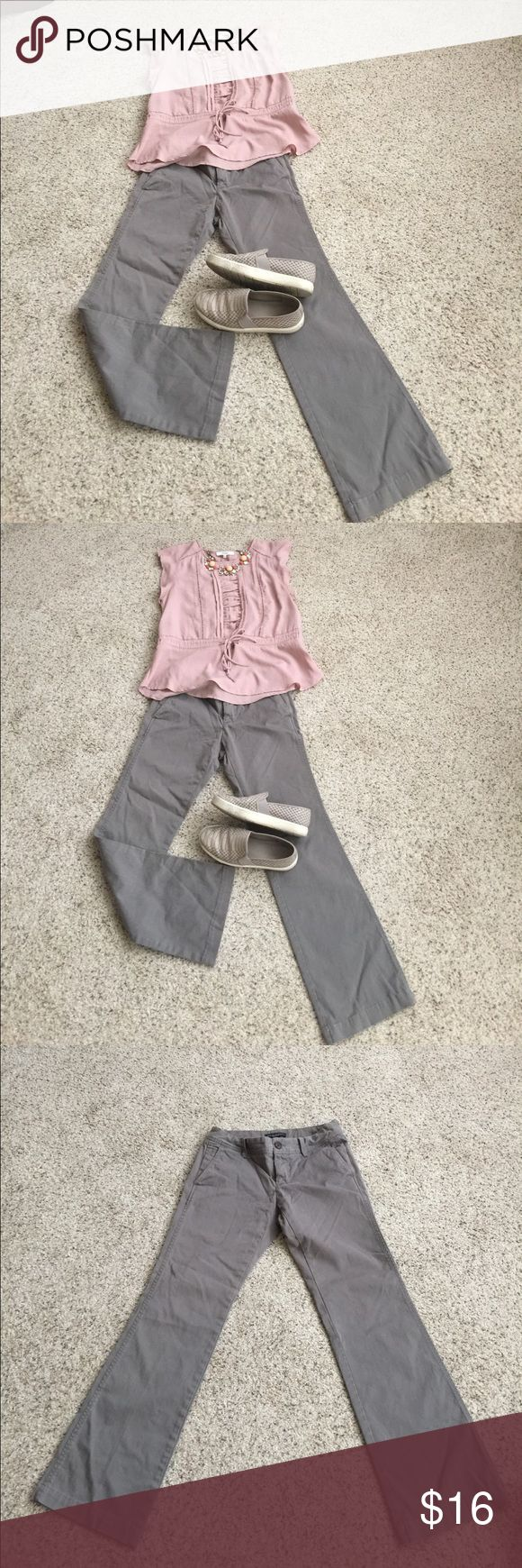 """Gray Banana Republic chinos Super comfy and versatile gray boot cut chinos. Altered, worn and washed once, inseam has been altered to 29"""". Side very deep pockets, and back slit pockets. Flattering all around can be dressed up or down, brushed cotton gives a super soft finish. 27"""" all around the waist. Banana Republic Martin fit Banana Republic Pants Boot Cut & Flare"""