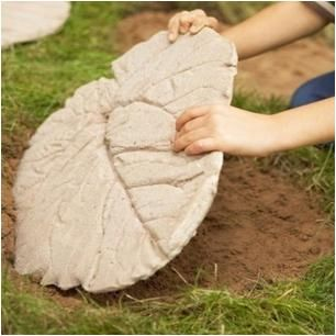 DIY leaf stepping stones - with detailed, step-by-step Instructions.