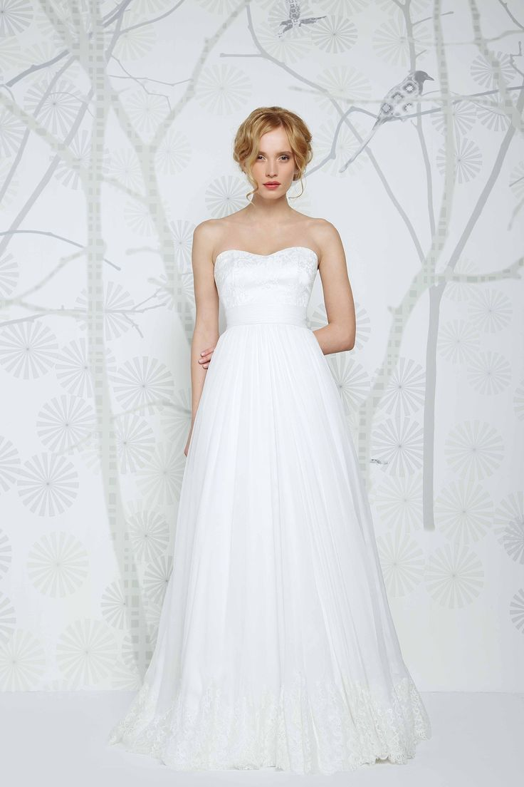 SADONI wedding dress ELENA with romantic sweetheart neckline in French lace, flowy chiffon skirt with elegant lace edge.