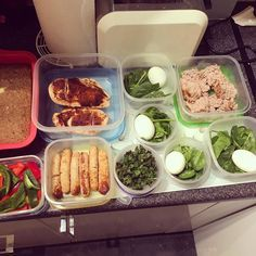Meal prep madness 2: Peppers; Chilli Chicken breast; @heckfooduk chicken chipolatas; Kale Crisps; Spinach Protein pots & Turkey Toast (with far too much spice ) #fitfam #girlgains #thisgirlcan #girlswholift #girlswithmuscle