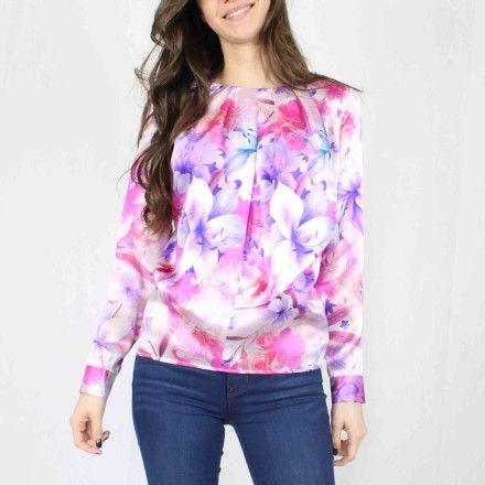 http://kabak.es/producto/blusa-estampada-flores-malvas/