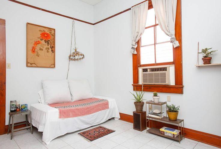 Regardez ce logement incroyable sur Airbnb : A Room of Your Own in the Bywater - maisons à louer à La Nouvelle-Orléans
