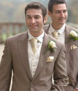 medium brown tuxedo http://mensfashionboutique.blogspot.com.es/2012/11/grooms-select-your-wedding-attire.html