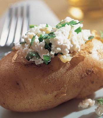Batatas recheadas com queijo. Veja a receita em: http://www.batatasdefranca.com/receitas/pratos.html#!prettyPhoto[batatas_queijo]/0/ #Batata #Receita #Comida #Batatas #Cozinhar #batatascomsabor #pratos #recheadas #queijo