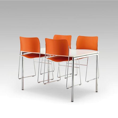 Usu er et pladsbesparende og funktionelt bord med et simpelt, luftigt og let design. Det er nemt og let at håndtere. Fås i flere varianter. #konferencemøbler #konference #konferenceindretning #design #kontormøbler #møbler #til #erhverv #virksomhed #kontor #konferenceborde #borde