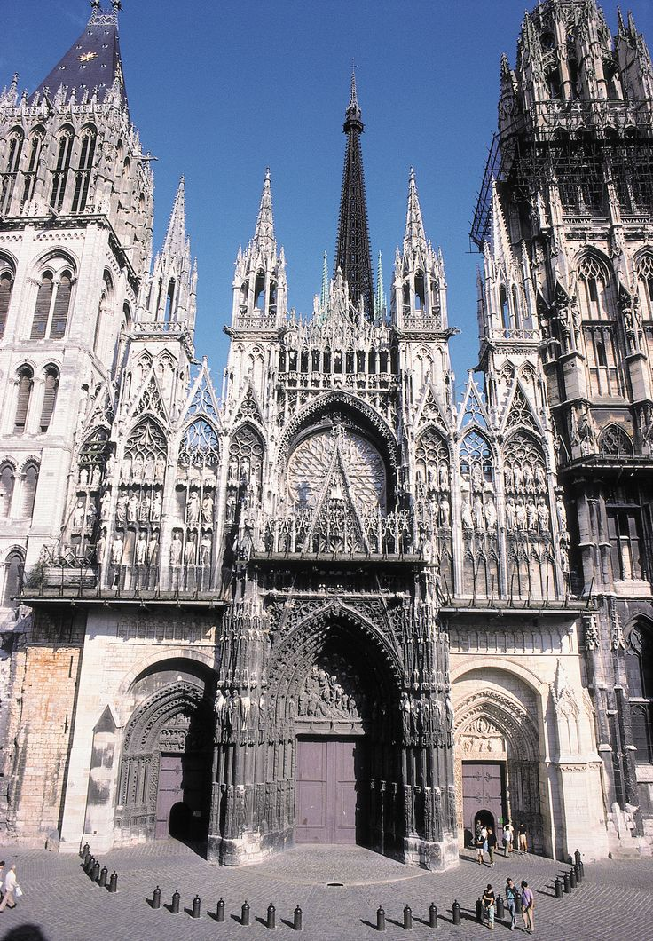 Les 25 meilleures id es de la cat gorie architecture for Architecture romane et gothique